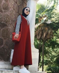 Hijab - Looks are Everything Modern Hijab Fashion, Hijab Fashion Inspiration, Muslim Fashion, Modest Fashion, Girl Fashion, Fashion Outfits, Casual Hijab Outfit, Hijab Chic, Hijab Dress