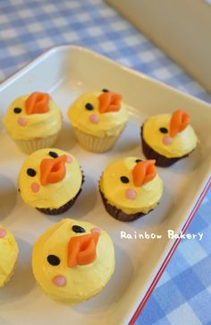 chick cupcakes  (6/4/2013) Food: Dessert: Cake & Frosting   (CTS)