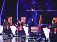Mika standing on his chair - The Voice France