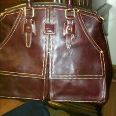 NWOT Dooney n Bourke leather bag NWOT Dooney n Bourke leather bag zipper back pocket 4 slip pockets on front zip closure shoulder strap enclosed 1 zip pocket and 1 snap pocket and 2 slide pockets inside Dooney & Bourke Bags Hobos