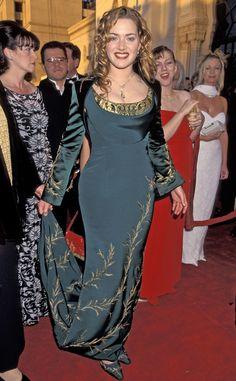 Kate Winslet e seus vestidos no Oscar Oscar Gowns, Oscar Dresses, Kate Winslet Oscar, Titanic Kate Winslet, Maquillage Halloween, Jessica Chastain, Celebrity Dresses, Celebrity Photos, 90s Fashion