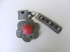 Schlüsselband+mit+Chip+und+Lippenbalm-Halter+Nr.3+von+conzie+auf+DaWanda.com
