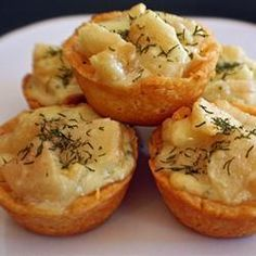Blauwe kaas en peer taartjes, met toevoeging van bieslook en dille