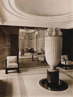 Don't miss out on the dual exhibition on Art Deco Revival, in honor of the past resident of the museum building, Prince Asaka. Interiores Art Deco, Metropolis Magazine, Art Nouveau, Cities, London, Architecture, Art Museum, Tokyo, Furniture Design