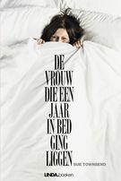 #BoekPerWeek16 9/53. De vrouw die een jaar in bed ging liggen - Sue Townsend Alweer zo'n fijne karikatuur van gewoon mensen, zoals jij en ik.