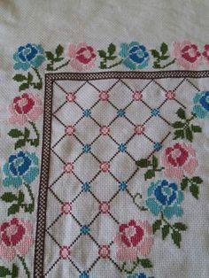 Discover thousands of images about İsim: Görüntüleme: 2594 Büyüklük: KB (Kilobyte) Cross Stitch Borders, Cross Stitch Rose, Cross Stitch Designs, Teapot Cover, Embroidered Towels, Prayer Rug, Yarn Shop, Bargello, Easy Crochet Patterns