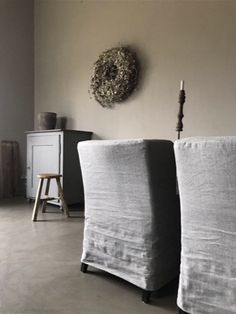 Eetkamerstoelen linnen Sober, Ottoman, Moon, Inspiration, Furniture, Home Decor, The Moon, Biblical Inspiration, Decoration Home