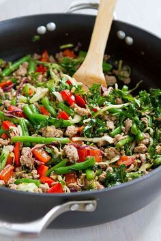 Ground Turkey Stir-Fry with Greens Beans & Kale Need a healthy meal tonight? This Ground Turkey Stir-Fry with Green Beans and Kale is packed with vegetables and nutrients. Healthy Turkey Mince Recipes, Kale Recipes, Ground Turkey Recipes, Good Healthy Recipes, Healthy Meals, Dinner Recipes, Healthy Eating, Cooking Recipes, Minced Turkey Recipes