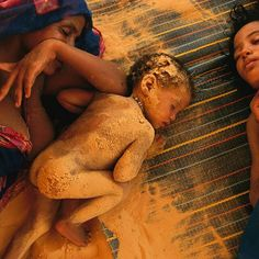 Pinneo / National Geographic Blowing sand from a dry lake bed clings to Tinalbaraka walet Mohamed's eight- month-old daughter, Is… Chile, National Geographic Photos, Africa, Wrestling, Sports, Photography, Countries, Fotografia, Lucha Libre