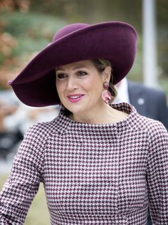 Queen Máxima looking fab in this lovely plummy coloured Fabienne Delvigne hat | The Royal Hats Blog