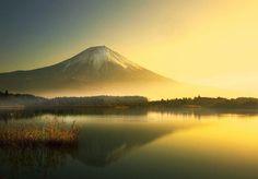 Sunrise at Mount Fuji, Japan | Photography by ©Noriko Nagaiwa