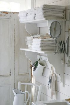 Shabby chic bathrooms 486107353526313777 - Shabby Chic Floating Shelves for Bathroom Storage. Source by berangerebedin Baños Shabby Chic, Shabby Chic Zimmer, Estilo Shabby Chic, Shabby Chic Bedrooms, Shabby Chic Homes, Shabby Chic Furniture, Bedroom Furniture, Paint Furniture, Modern Bedroom