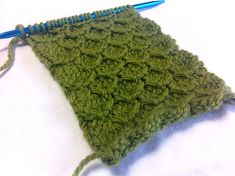 How to Knit: The Smock Stitch - I love this stitch all sorts of items, blankets, jumpers, hats, hand-towels made in kitchen cotton. Stitch Patterns, Knitting Patterns, Crochet Patterns, Knitting Ideas, Crochet Ideas, Knitting Stitches, Knitting Yarn, Free Knitting, Herringbone Stitch Knitting