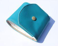 protège chéquier long bleu turquoise et beige en simili par Kipapee