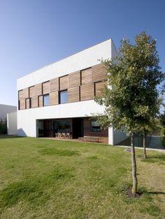 Zon-e Arquitectos   Z2U House