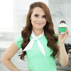 If you like @girlscouts thin mint cookies you may love this cupcake recipe!