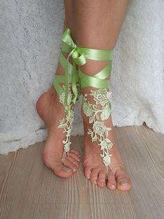 bridal anklet light green Beach wedding barefoot by BarefootShop Wedding Day Cards, Crochet Barefoot Sandals, Bridesmaid Accessories, Bridal Accessories, Wedding Jewelry, Creation Couture, Bare Foot Sandals, Lace Weddings, Anklet