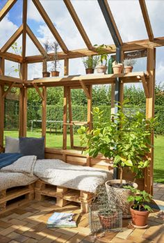 Nos serres en bois d'exception Habitats, Prestige, Gabriel, Sony, New York, Gardening, Garden, Wood Gardens, Cedar Wood