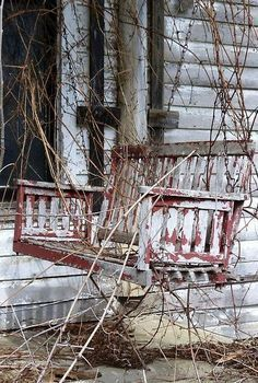 A nice, simply styled, porch swing. a *new* one would be perfect for my old house. Old Buildings, Abandoned Buildings, Abandoned Places, Forgotten Treasures, Hidden Treasures, Old Barns, Haunted Places, Abandoned Mansions, Ghost Towns