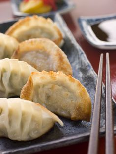 Asian Recipe: Fried Pork & Shrimp Potstickers (If not a pork eater, as myself, can probably substitute the ground pork with ground beef, turkey or chicken) Tapas, Lucky Food, Asian Recipes, Ethnic Recipes, Fried Pork, Fried Shrimp, Fried Rice, Slow Cooker Pork, Leftovers Recipes