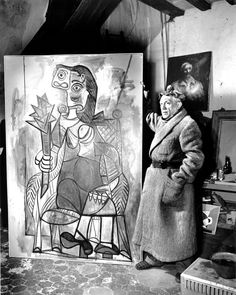 Pablo Picasso nel suo studio di #Parigi, 1944...