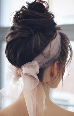 - 30 Beautiful Prom Hairstyles That'll Steal The Night – Best prom hairstyle ide… 30 Beautiful Prom Hairstyles That'll Steal The Night – Best prom hairstyle ideas , braided updo , braid half up half down hairstyle ,updo Scarf Hairstyles, Down Hairstyles, Pretty Hairstyles, Braided Hairstyles, Prom Hairstyles, Hairstyle Ideas, Romantic Hairstyles, School Hairstyles, Diy Kleidung