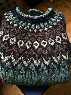 Ravelry: Project Gallery for Riddari pattern by Védís Jónsdóttir Vogue Knitting, Free Knitting, Art Minecraft, Big Knit Blanket, Chunky Blanket, Icelandic Sweaters, Fair Isle Knitting Patterns, Jumbo Yarn, Big Knits