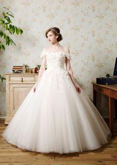 H056 H057 Wedding dress 東衣装