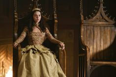 Adelaide Kane in Reign Reign Fashion, Fashion Tv, Fashion Design, Mary Stuart, Adelaide Kane, Serie Reign, Queen Mary Reign, The Crown Season 2, Costumes