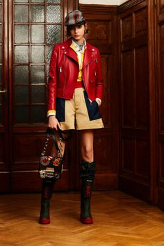 Pre-Fall 2020 Fashion Show Collection: See the complete Pre-Fall 2020 collection. Look 49 Mega Fashion, 2020 Fashion Trends, Fashion 2020, Fashion News, Womens Fashion, Preppy Fashion, Fashion Shorts, Fashion Brands, Moda Formal