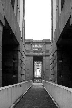 Les Espaces d'Abraxas Vue depuis la passerelle qui traverse le Palacio