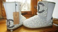 Waaaooo, i want this Chanel Uggs!!! pic.twitter.com/wuC5T7uh0F