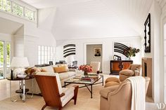 Not long ago, Architectural Digest made a selection of the best interior designers, with the opportunity to get to know their very private living rooms! Architectural Digest, Design Salon, Art Deco Design, Art Deco Zimmer, Living Room Designs, Living Spaces, Living Rooms, Die Hamptons, Art Deco Room