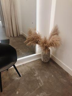 Fitting room details in the shop Interior Inspiration, Room Inspiration, Minimalist Room, Cuisines Design, House Rooms, Decoration, Home Interior Design, Bedroom Decor, House Design