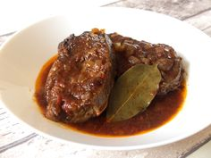 Twee sukadelapjes in saus van Sergio Herman Spicy Recipes, Slow Cooker Recipes, Beef Recipes, Cooking Recipes, Healthy Recipes, Dinner Side Dishes, Dinner Sides, Good Food, Yummy Food