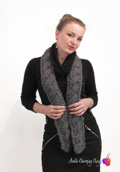 This lovely scarf called Jupiter is knitted in DROPS Polaris. The reversible cable makes it look just as pretty on both sides. Pattern available in Norwegian.