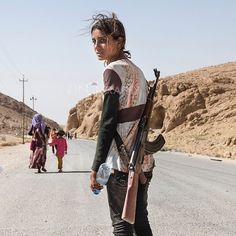 """""""What a badass kid. """"12/08/2014 — Sinjar mountains, Iraq — Runak Bapir Gherib, 14 y.o. from Shengar makes her way down the mountain after 7 days. She is with her mother and sister (in the..."""