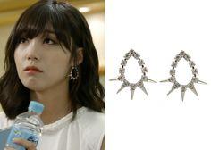 "Jung Eun-Ji in ""Trot Lovers"" Episode 6.  KatenKelly Martina Earrings #Kdrama #TrotLovers #트로트의연인 #JungEunJi #정은지"