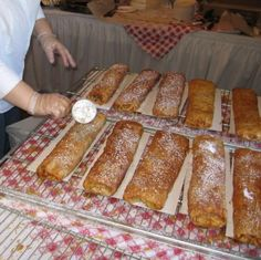Top Eastern European Strudel Recipes: Serbian Cheese Strudel Recipe - Sir Štrudla (How To Make Dough Desserts) Strudel Recipes, Croatian Recipes, Hungarian Recipes, Croatian Cuisine, Austrian Recipes, Cannoli, Austrian Desserts, Graham, Pastries