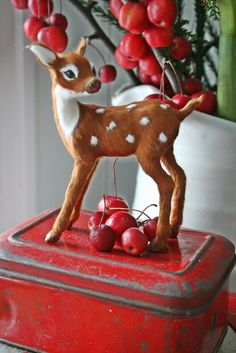 retro Christmas deer. Love the tool box base.