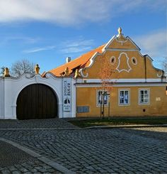 Rural Baroque house in Staré Bohnice, Czechia Czech Republic, Baroque, Buildings, Folk, Traditional, Mansions, The Originals, House Styles, Home Decor