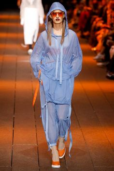 The complete dkny spring 2017 ready-to-wear fashion show now on vogue runwa Fashion Week, Sport Fashion, Fashion 2017, Teen Fashion, Runway Fashion, High Fashion, Fashion Show, Fashion Looks, Fashion Design