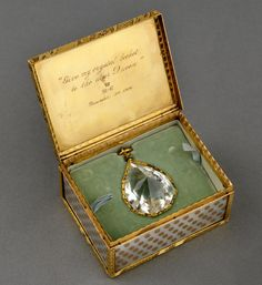 Gold and mother-of-pearl box containing a white amethyst pendant that was bequeathed to Queen Alexandra of the United Kingdom. 1906.
