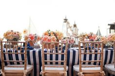 Deco de table mariage rayée bleu marine