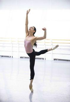 "Alessandra Ferri in rehearsal for ""Woolf Works"" Photo © Tristram Kenton / ROH Ballet Style, Ballet Pictures, Dance Pictures, Ballet Class, Ballet Dancers, Woolf Works, Dance Magazine, Ballet Clothes, Dance Movement"