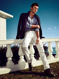 white jeans & light blue shirt = classic combination