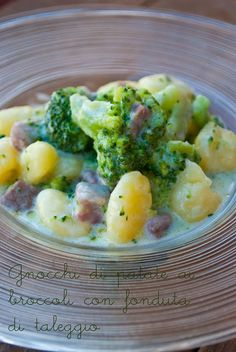 Mon petit bistrot: Gnocchi di patate ai broccoli con fonduta di taleggio Broccoli, Pasta, Fonduta, Gnocchi, Potato Salad, Taleggio, Potatoes, Ethnic Recipes, Cooking