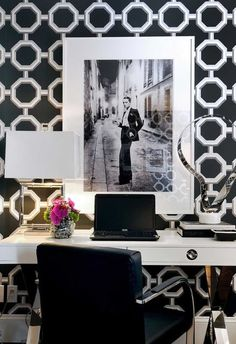 Check Out 37 Refined Feminine Home Office Ideas. A girl that works a lot at home definitely needs a cool home office, and if it's only her office, why not make it refined and feminine? Black And White Office, Black And White Interior, Black White, White Chic, Black Desk, Monochrome Interior, Grey Yellow, White Art, Home Office Design