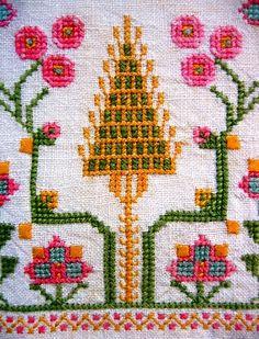 HESAP ISI Folk Embroidery, Cross Stitch Embroidery, Embroidery Patterns, Cross Stitch Patterns, Knitting Patterns, Palestinian Embroidery, Tapestry Crochet, Crochet Chart, Cross Stitching