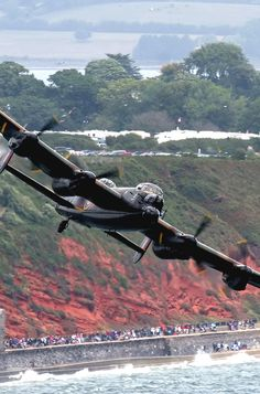 Learn From The Night : Photo Military Jets, Military Aircraft, Avro Shackleton, Military Flights, Lancaster Bomber, Aviation World, Old Planes, Supermarine Spitfire, Ww2 Aircraft